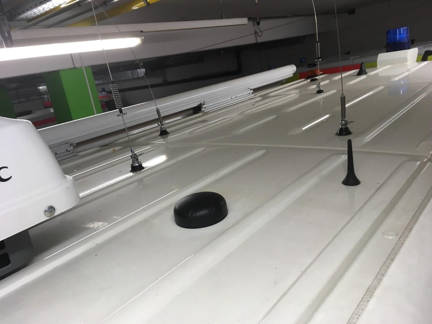 Bild: Neue Kombi-Antenne auf dem Dach des ELW.